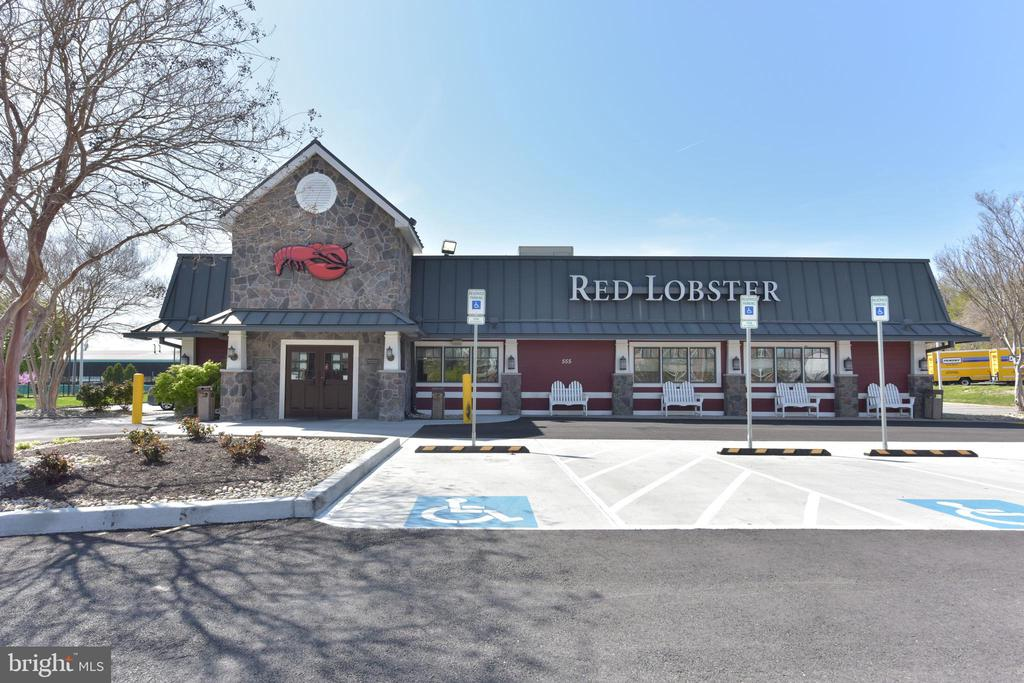 This S. Van Dorn St Red Lobster has To Go ordering - 5500 HOLMES RUN PKWY #1210, ALEXANDRIA