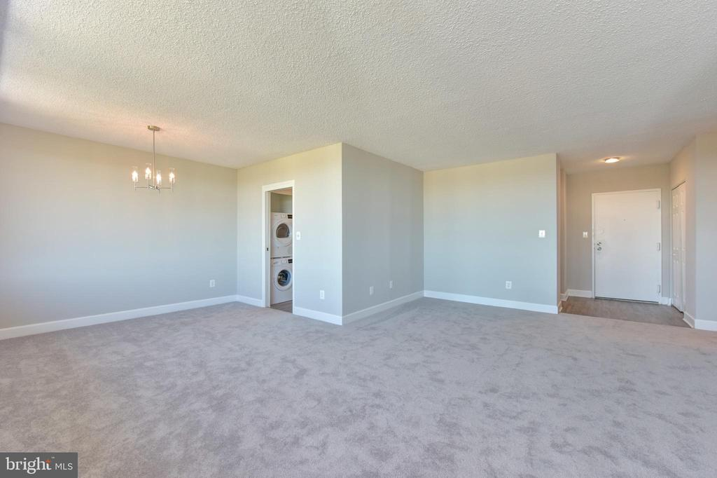 Open floor plan for easy furniture placement - 5500 HOLMES RUN PKWY #1210, ALEXANDRIA