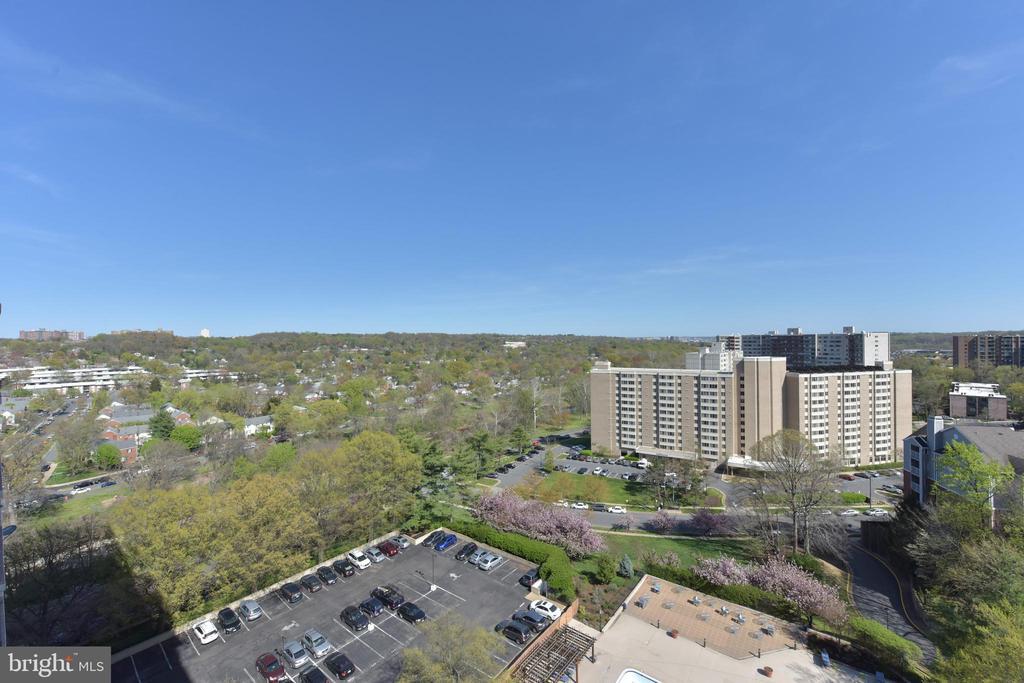 12th floor views! - 5500 HOLMES RUN PKWY #1210, ALEXANDRIA
