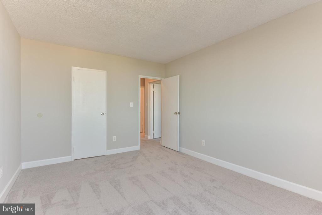 Bedroom 2 with lighted walk-in closet - 5500 HOLMES RUN PKWY #1210, ALEXANDRIA