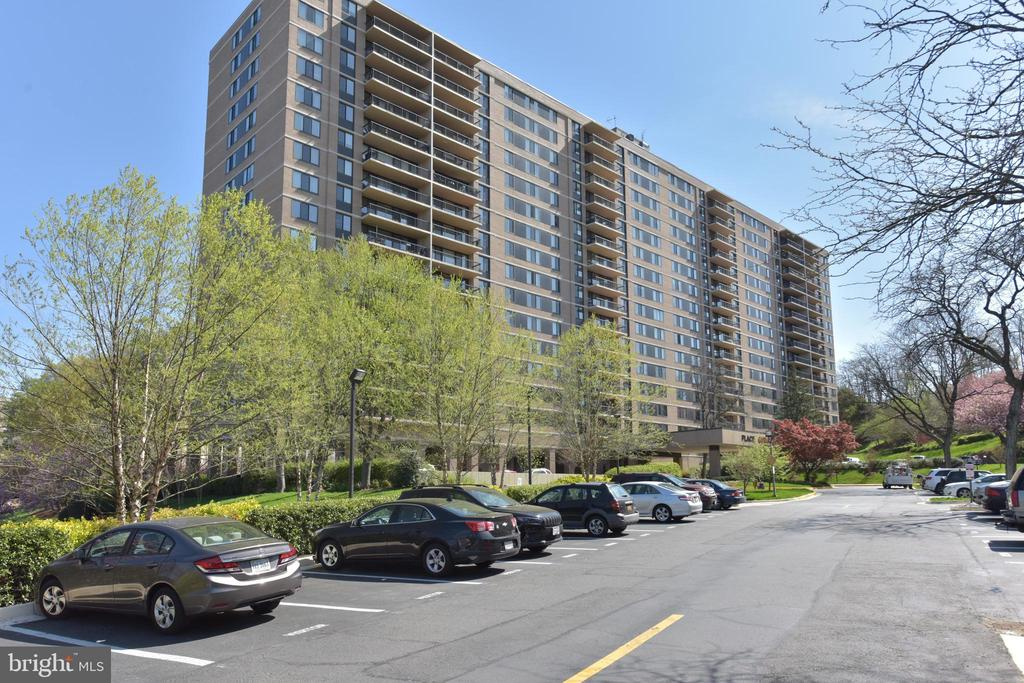 A community with many amenities & activities - 5500 HOLMES RUN PKWY #1210, ALEXANDRIA