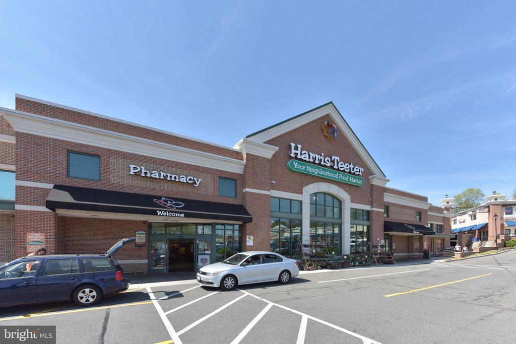 Harris Teeter grocery & pharmacy on Duke St - 5500 HOLMES RUN PKWY #1210, ALEXANDRIA