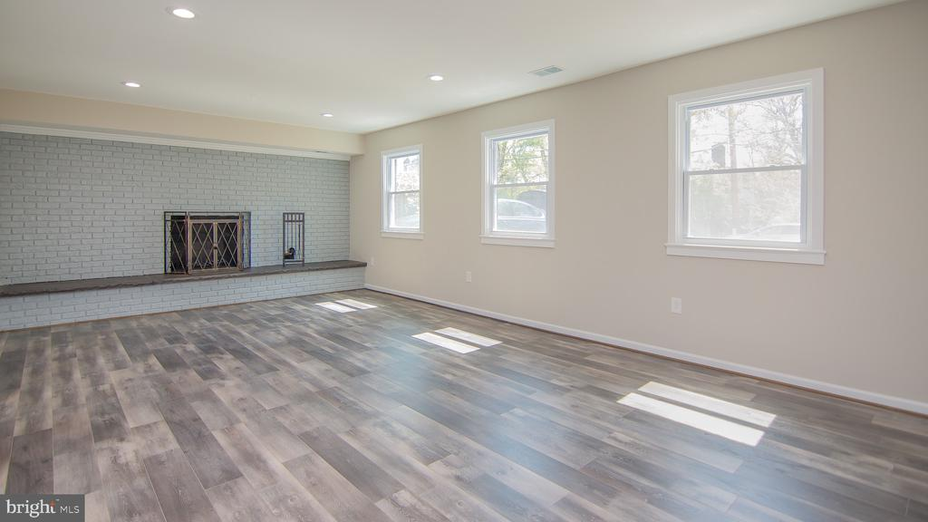 Huge basement rec room w/fireplace - 3305 22ND ST N, ARLINGTON