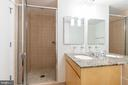 Full bathroom - 675 E ST NW #900, WASHINGTON