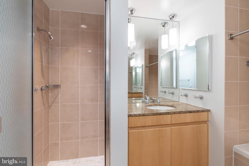 Master bathroom - 675 E ST NW #900, WASHINGTON