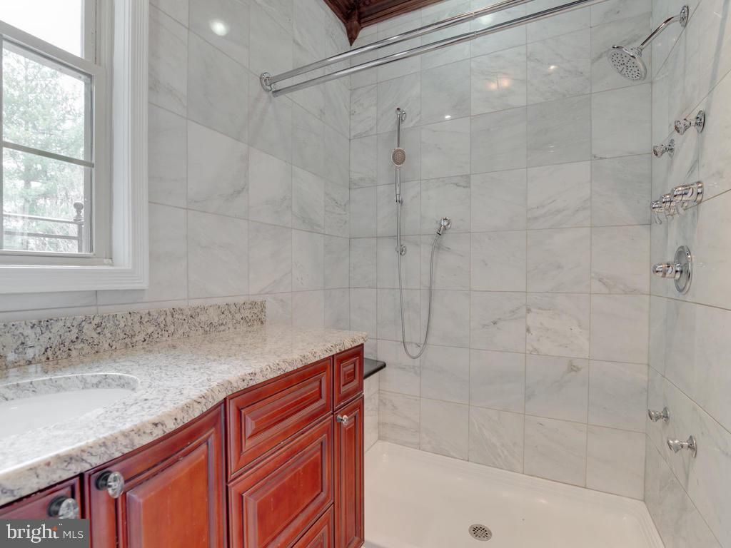 Master bath - 6320 BALTIMORE AVENUE, UNIVERSITY PARK