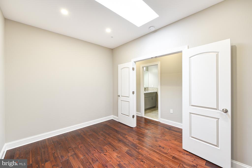 3rd Floor Den/Office w/Skylight - 1167 MORSE ST NE #2, WASHINGTON
