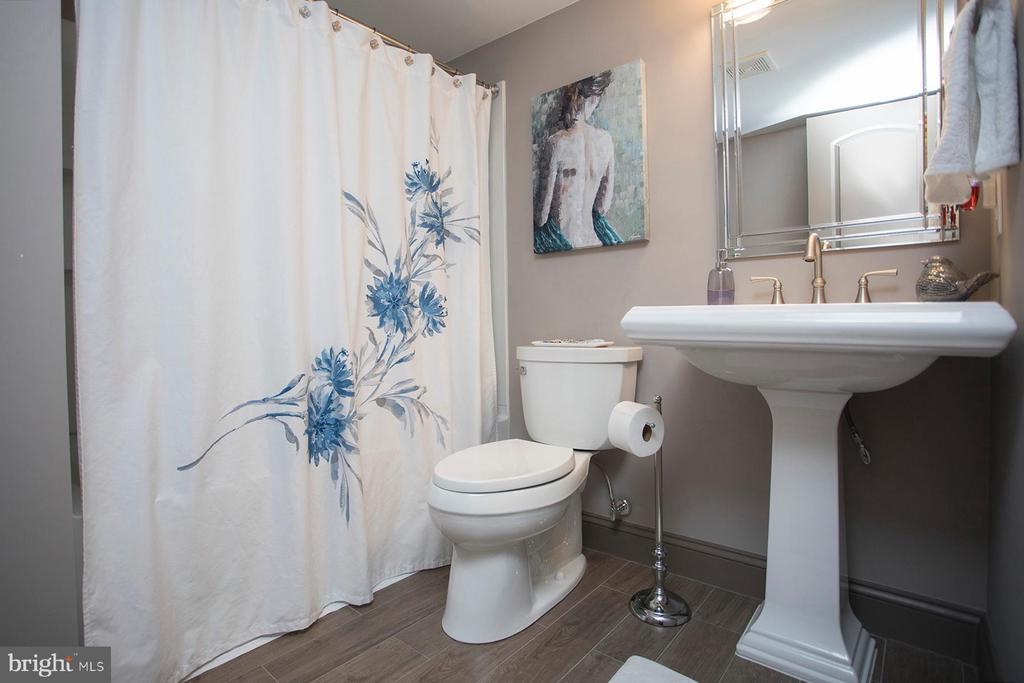 Lower level full bath - 26 WAGONEERS LN, STAFFORD