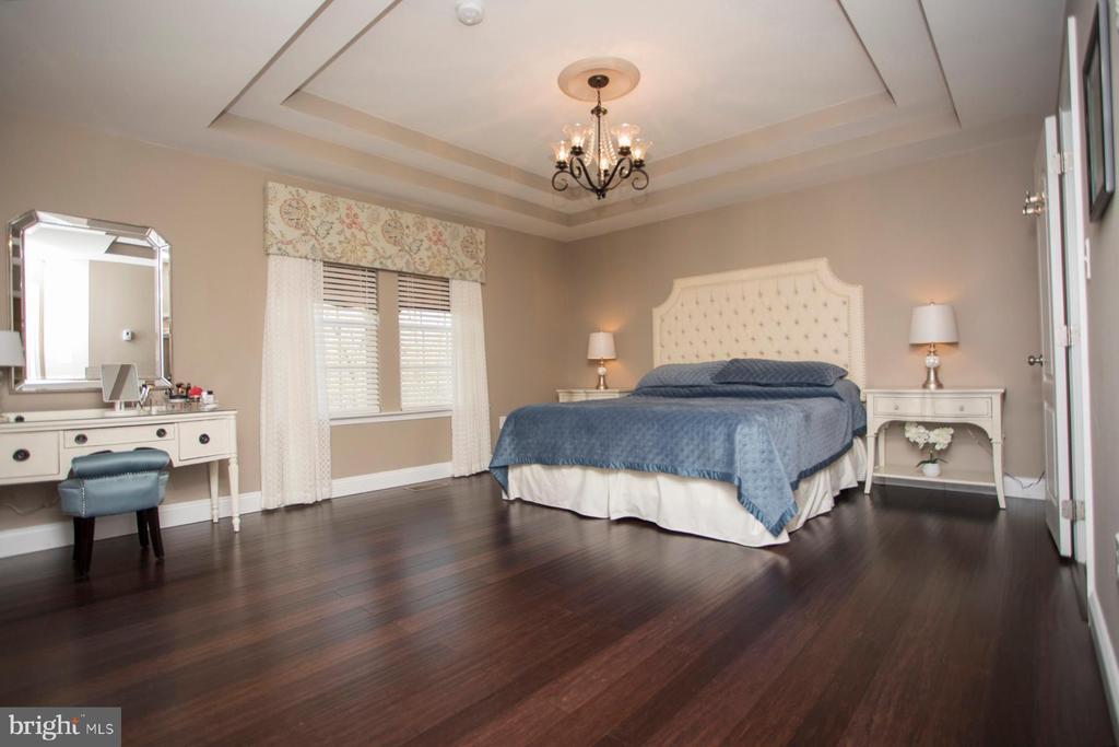 Master bedroom with newer bamboo floors - 26 WAGONEERS LN, STAFFORD