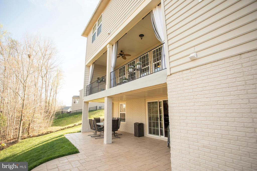 Stamped patio for grilling and entertaining - 26 WAGONEERS LN, STAFFORD