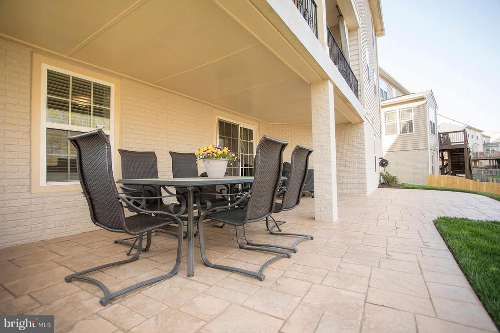 Enjoy the patio with family and friends - 26 WAGONEERS LN, STAFFORD