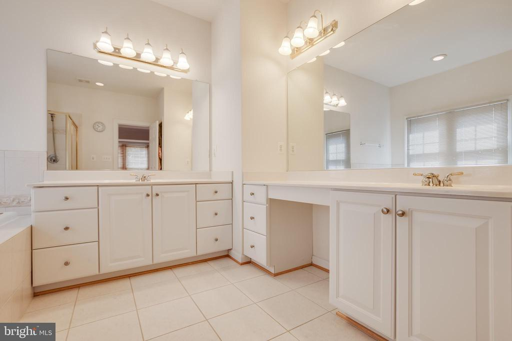 His and hers vanities in the master bath - 1210 MARSEILLE LN, WOODBRIDGE