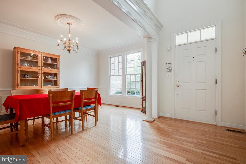 Sunny , spacious dining room with wood floors - 1210 MARSEILLE LN, WOODBRIDGE