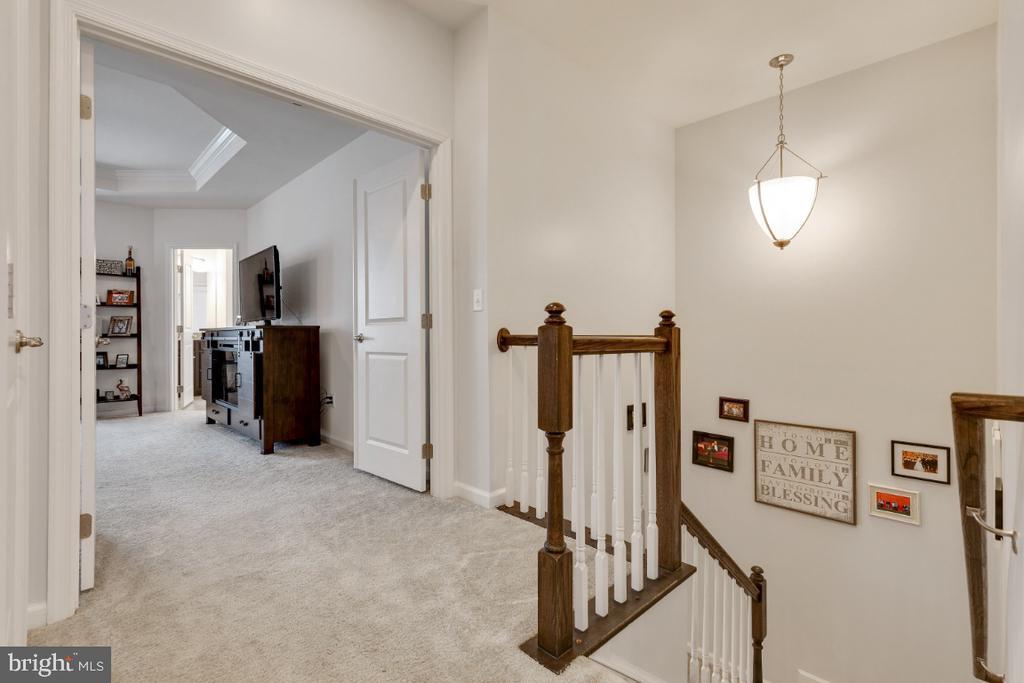 Upper Level Hallway - 455 KORNBLAU TER SE, LEESBURG