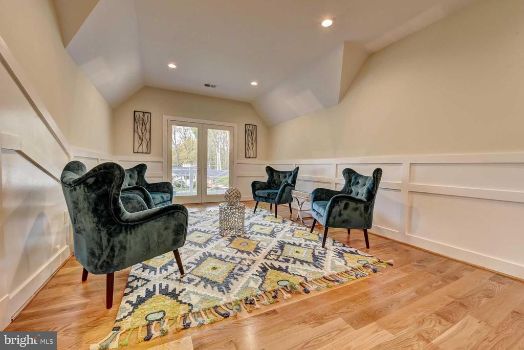 Upstairs Sitting room - 4519 DOLPHIN LN, ALEXANDRIA
