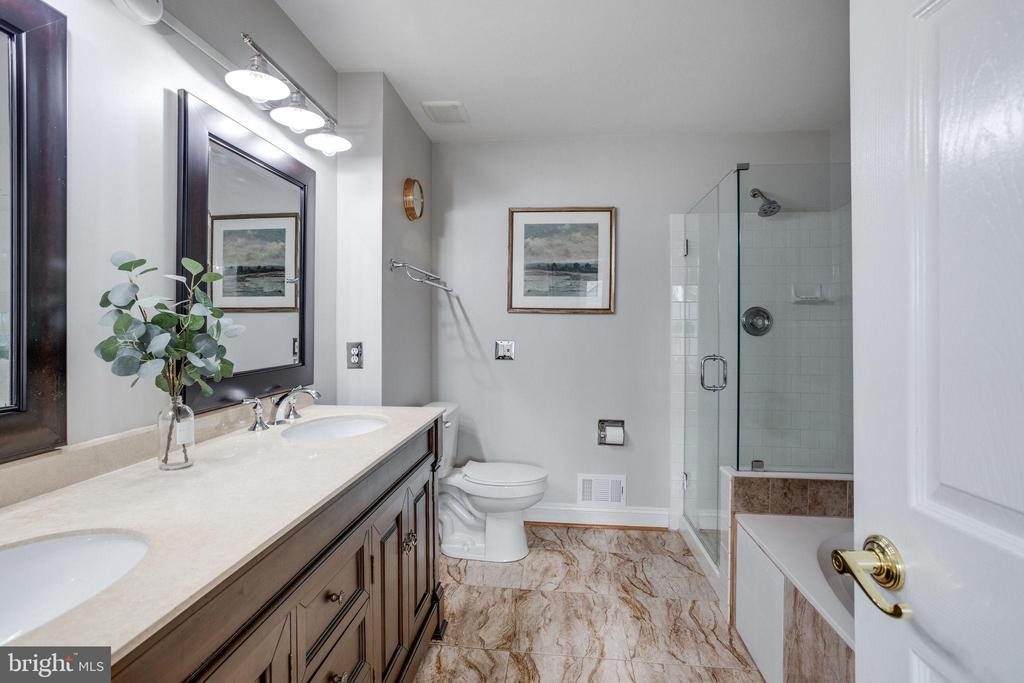 Beautifully renovated master bath - 7506 SHIRLEY HUNTER WAY, ALEXANDRIA