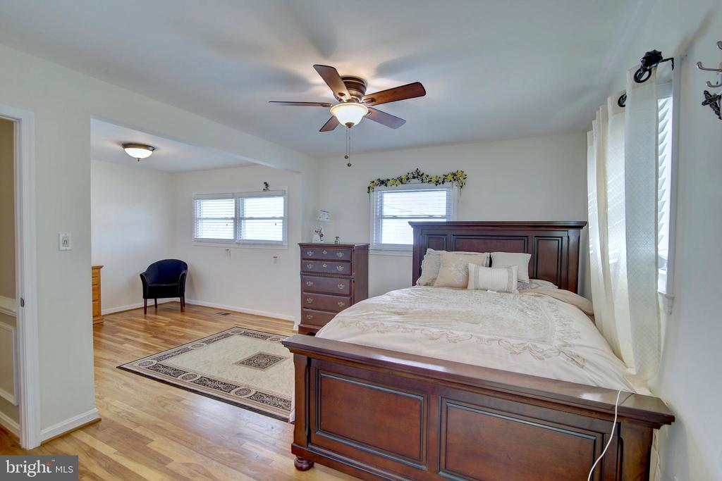 Master bedroom - 201 E AMHURST ST, STERLING