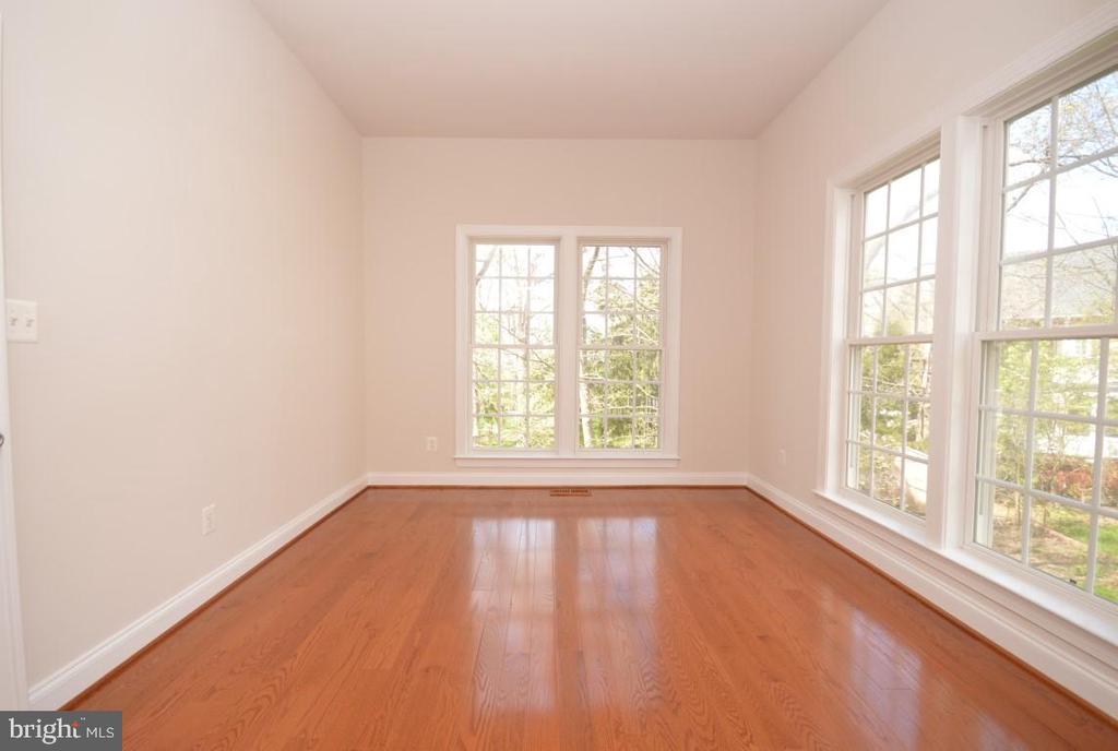 Main Level Bedroom/In Law Suite - 42764 RIDGEWAY DR, BROADLANDS
