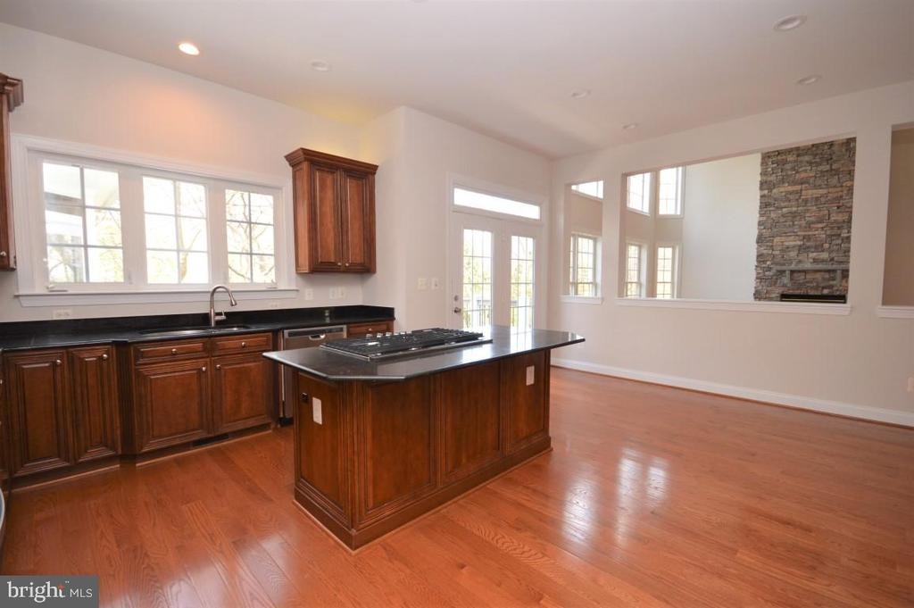 Kitchen is Adjacent to Family Room - 42764 RIDGEWAY DR, BROADLANDS