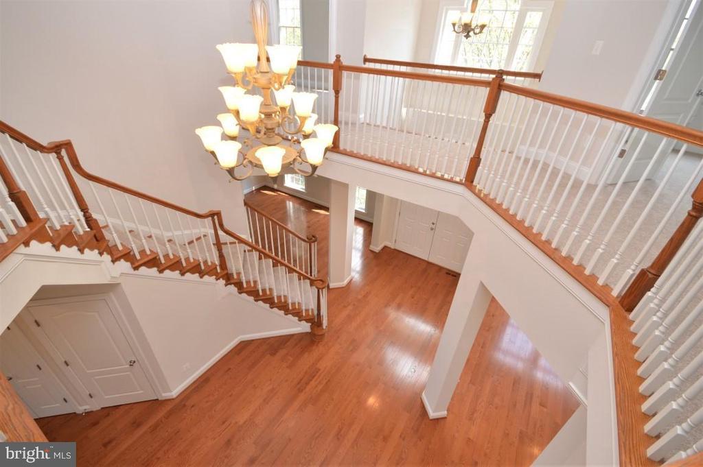 Hardwood Staircase in Grand Foyer - 42764 RIDGEWAY DR, BROADLANDS