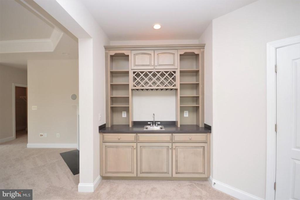 Master Suite Wet Bar Cabinet - 42764 RIDGEWAY DR, BROADLANDS