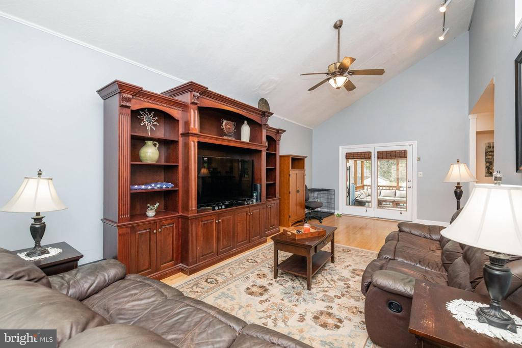 Family Room off kitchen with vaulted ceiling - 1015 MAGOTHY PARK LN, ANNAPOLIS
