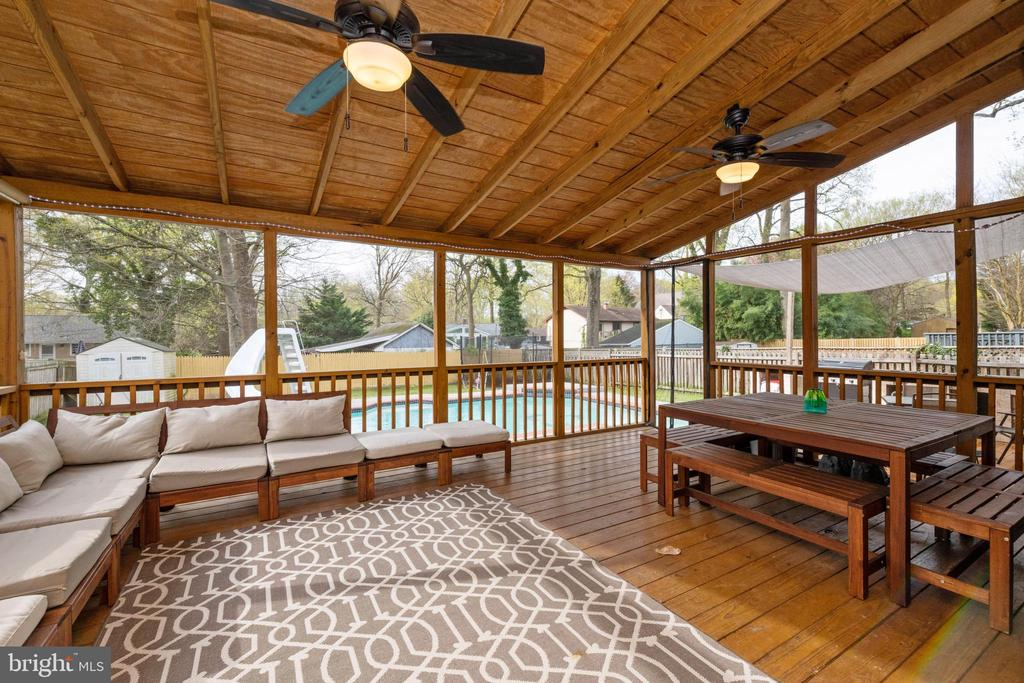 Screened In Porch off family room - 1015 MAGOTHY PARK LN, ANNAPOLIS