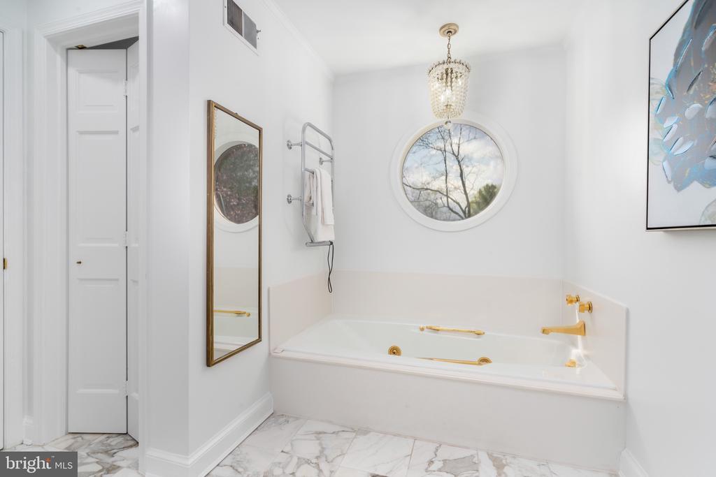 Master bathroom - 4522 FOXHALL CRES NW, WASHINGTON