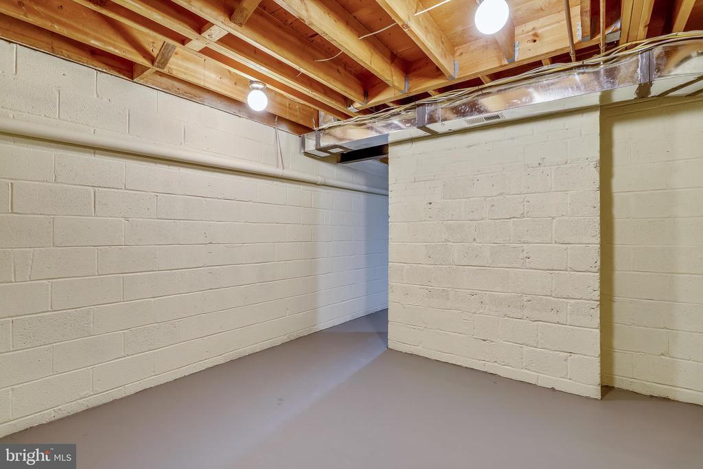 LL Storage - 4816 PEACOCK AVE, ALEXANDRIA