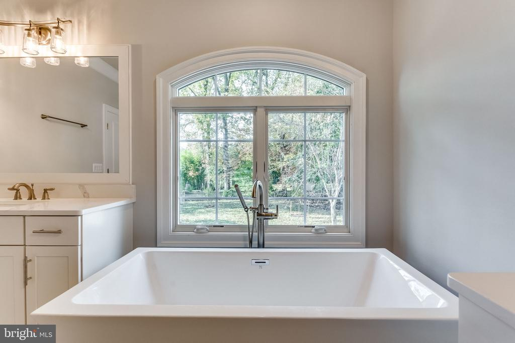 MASTER BATH - 3129 CHICHESTER LN #3, FAIRFAX
