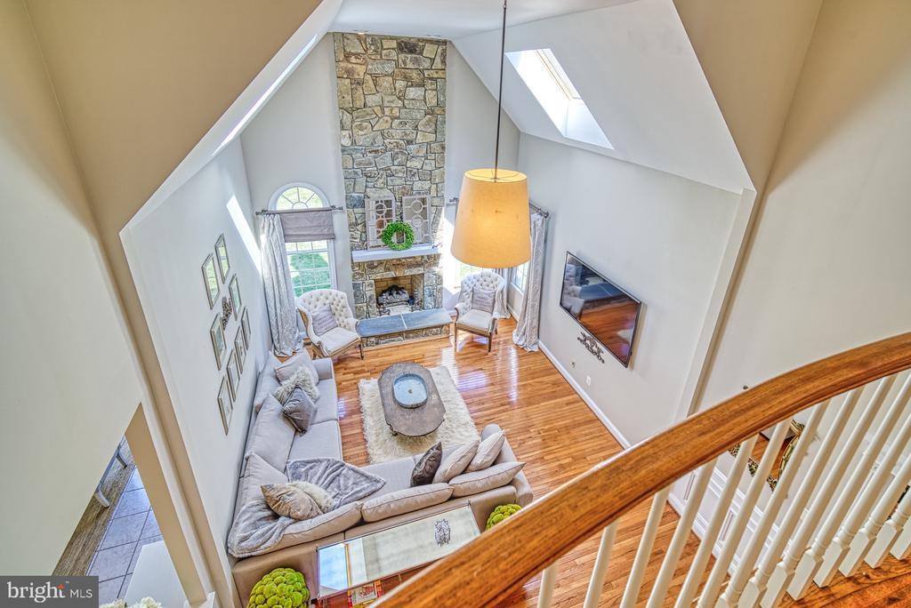 OVERLOOK INTO FAMILY ROOM - 10896 HUNTER GATE WAY, RESTON