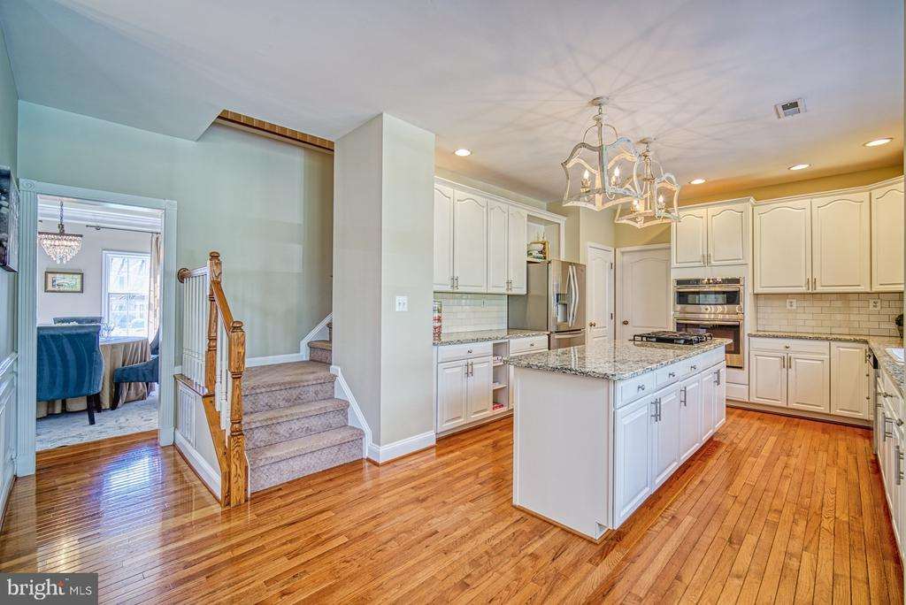 KITCHEN HAS 2ND STAIRWAY UP - 10896 HUNTER GATE WAY, RESTON