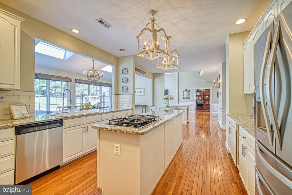 KITCHEN HAS FULL SIZED BUILT IN REFRIGERATOR - 10896 HUNTER GATE WAY, RESTON