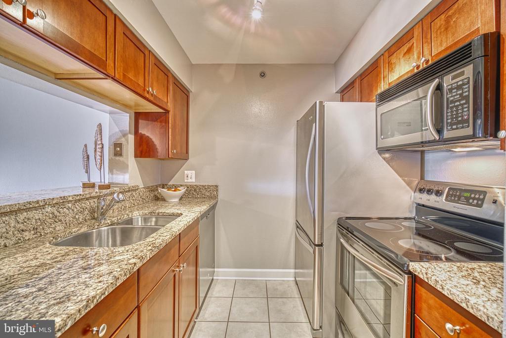 Stainless-steel appliance suite - 3315 WYNDHAM CIR #4226, ALEXANDRIA