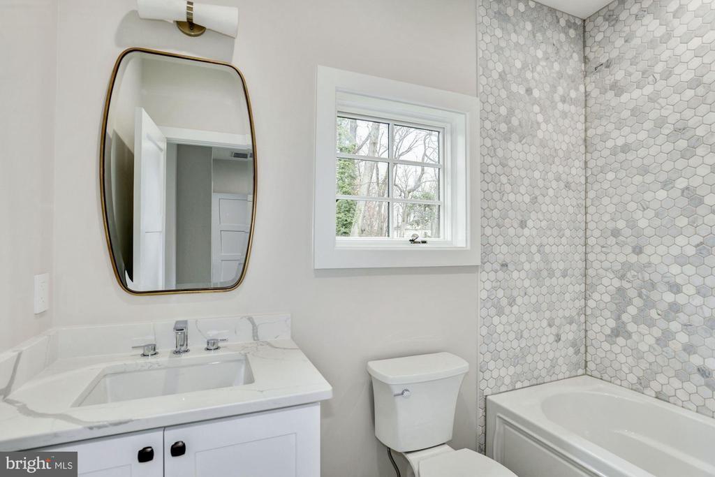En suite bathroom for bedroom #4 - 1916 RHODE ISLAND AVE, MCLEAN