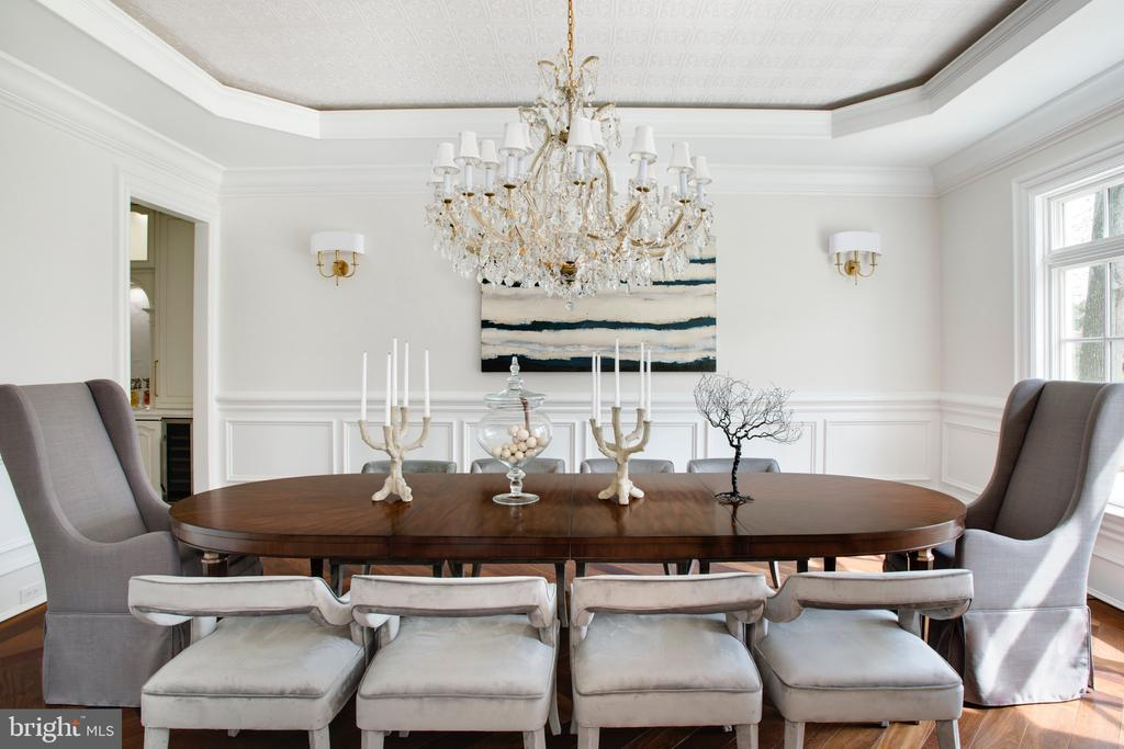 Embossed ceiling, Swarovski chandelier - 3301 FESSENDEN ST NW, WASHINGTON