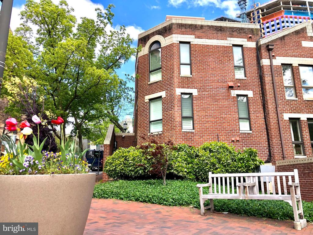 Pretty brick sidewalks with benches outside - 4822 HAMPDEN LN #R-6, BETHESDA