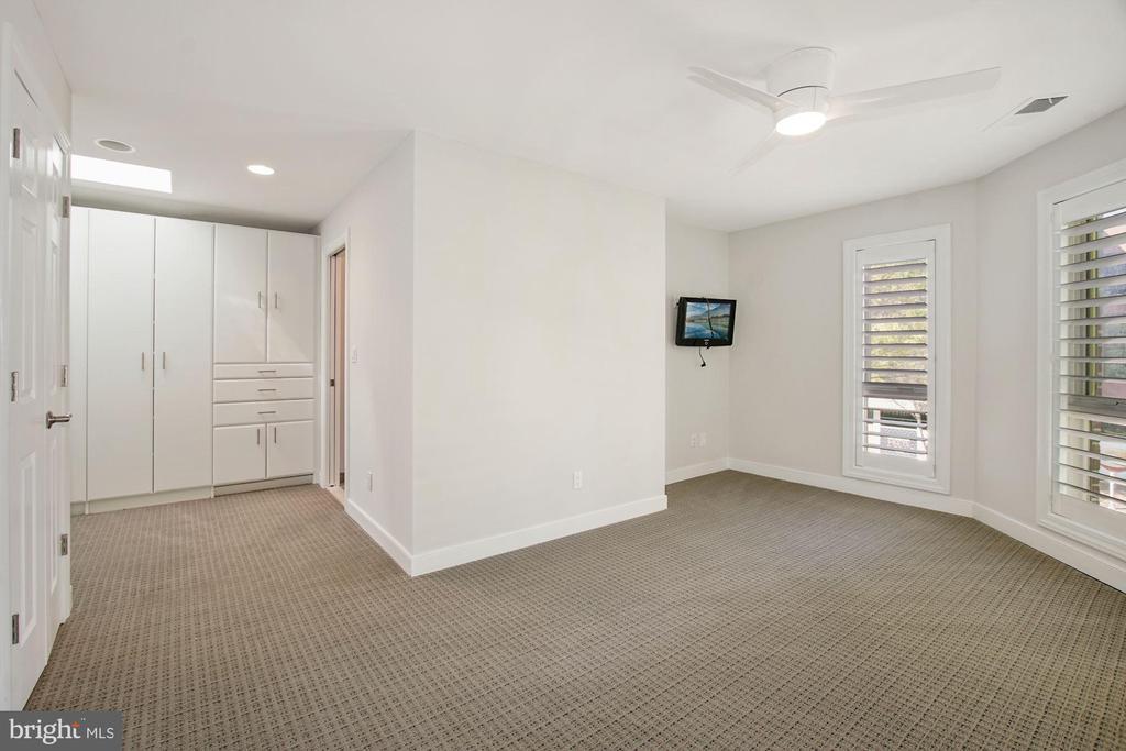 Bedroom suite - 4822 HAMPDEN LN #R-6, BETHESDA