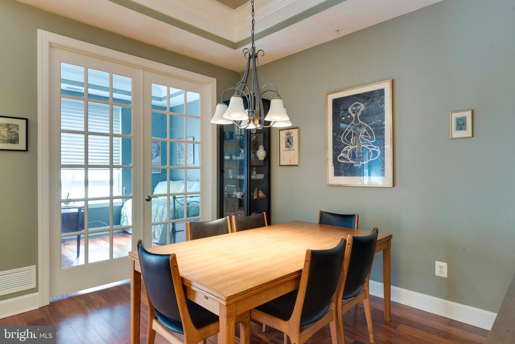 Large dining room with custom chandelier - 1915 TOWNE CENTRE BLVD #410, ANNAPOLIS