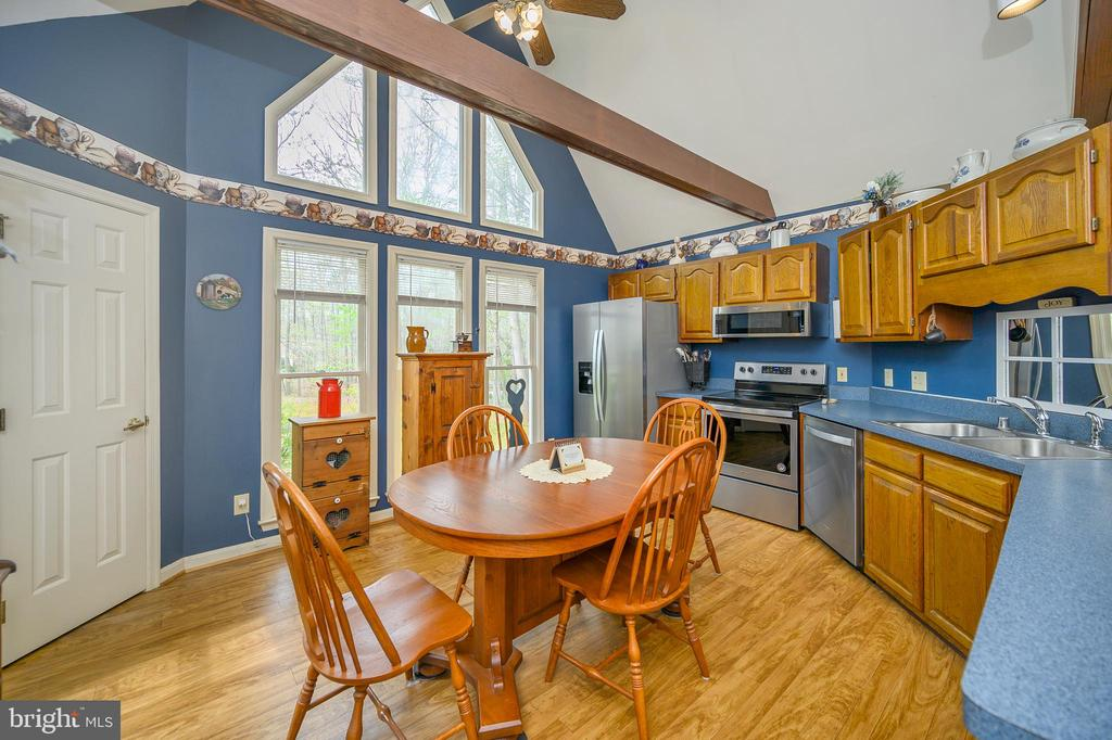 Eat In Stainless Appliance Window Wall Kitchen - 11709 WILDERNESS PARK DR, SPOTSYLVANIA