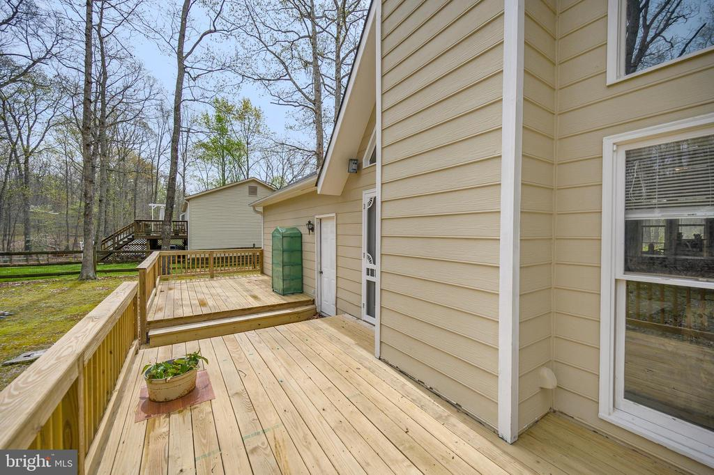 Full size split Rear Deck - 11709 WILDERNESS PARK DR, SPOTSYLVANIA