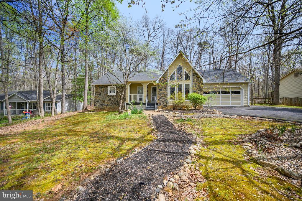 Set back off the street privacy - 11709 WILDERNESS PARK DR, SPOTSYLVANIA
