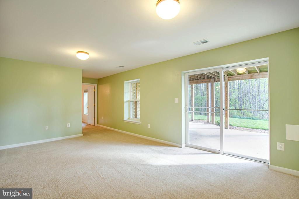 Great ceiling height and tons of storage space - 46 WILTSHIRE DR, STAFFORD