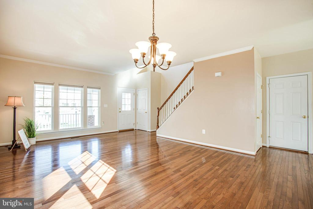 Bright and open two-story foyer - 46 WILTSHIRE DR, STAFFORD