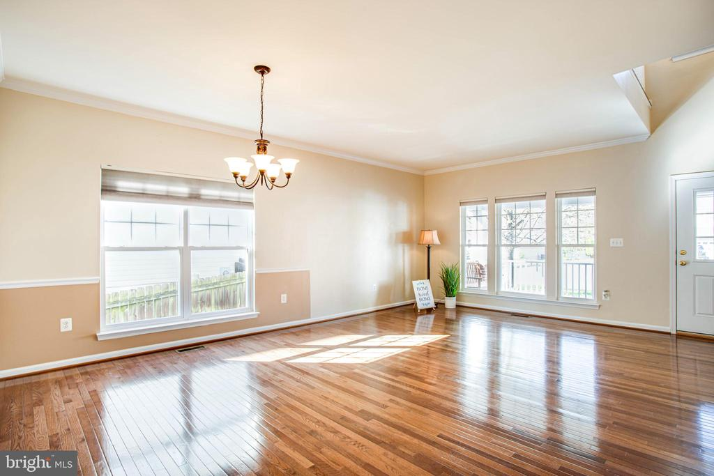 Beautiful hardwoods in the living and dining rooms - 46 WILTSHIRE DR, STAFFORD
