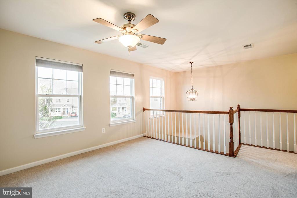 Bonus loft space upstairs - 46 WILTSHIRE DR, STAFFORD