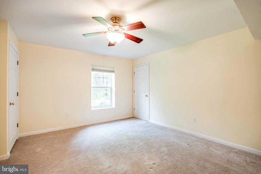 Legal 4th  bedroom (basement level) with 2 closets - 46 WILTSHIRE DR, STAFFORD