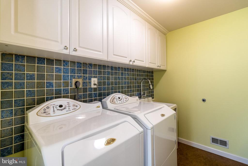 Wash Room with utility sink and custom tiles - 1508 JUDD CT, HERNDON