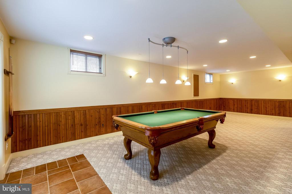 Pool Table ans accessories convey - 1508 JUDD CT, HERNDON