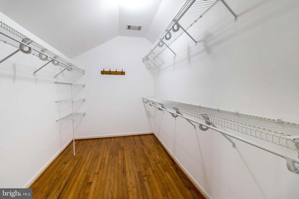 Spacious walk in master closet - 1508 JUDD CT, HERNDON